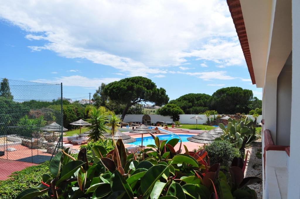 Apartamentos 4/6 pessoas – Vista para o jardim / a piscina